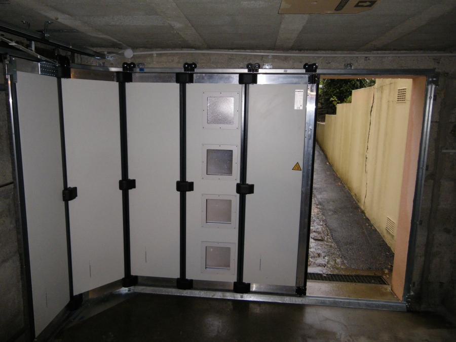 porte de garage sectionnelle ouverture lat rale id es de. Black Bedroom Furniture Sets. Home Design Ideas