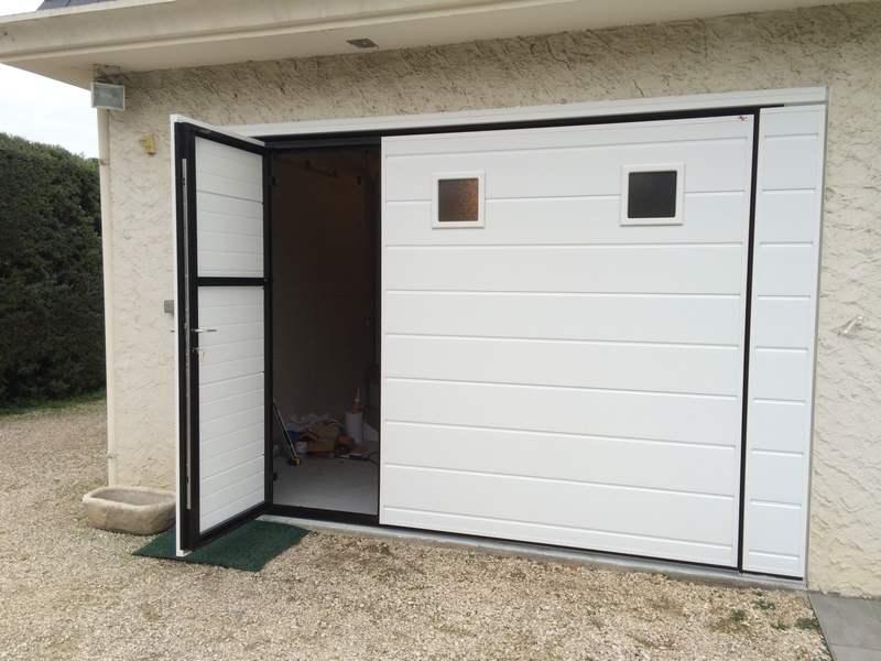 Porte de garage basculante portillon hublots