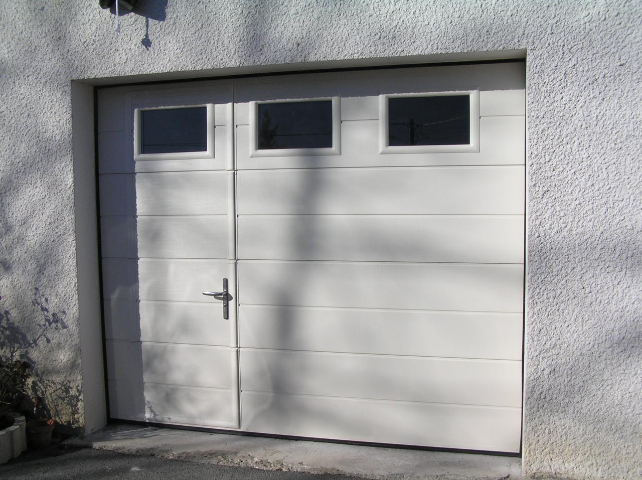 Prix Dune Porte De Garage Sectionnelle Motorisée Avec Portillon