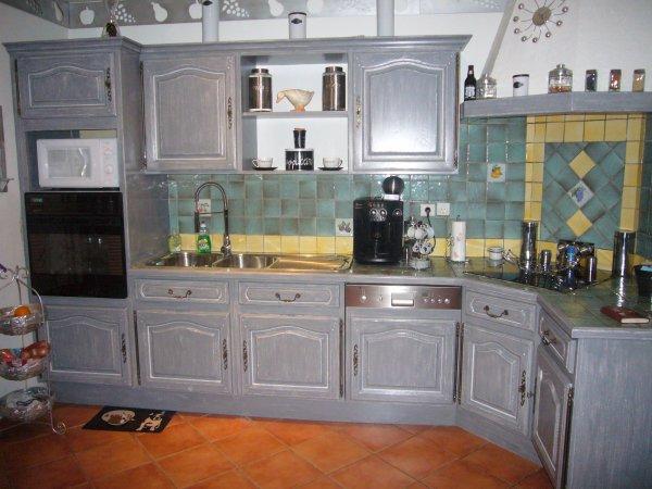 Peindre ma cuisine en gris id es de travaux - Comment peindre une cuisine en bois ...