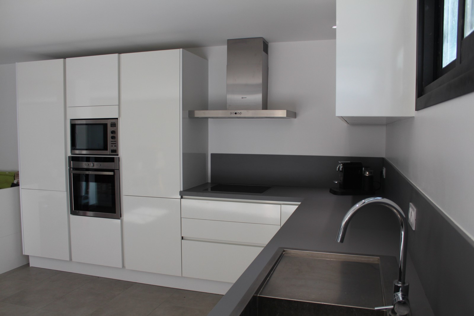 Peinture blanc brillante pour cuisine id es de travaux - Peinture laque pour cuisine ...