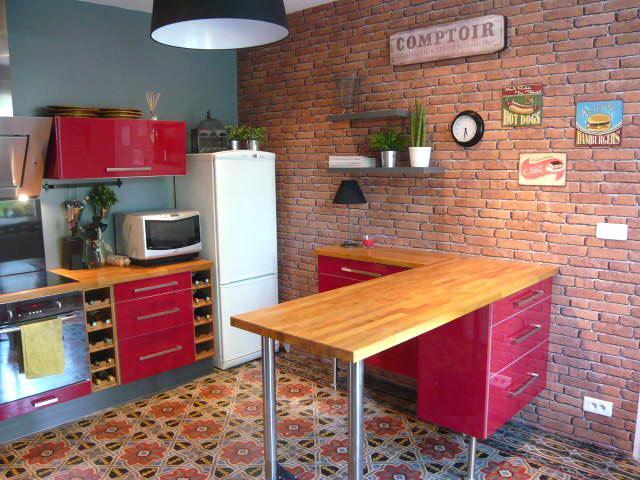 Peinture rouge brique pour cuisine - Idées de travaux