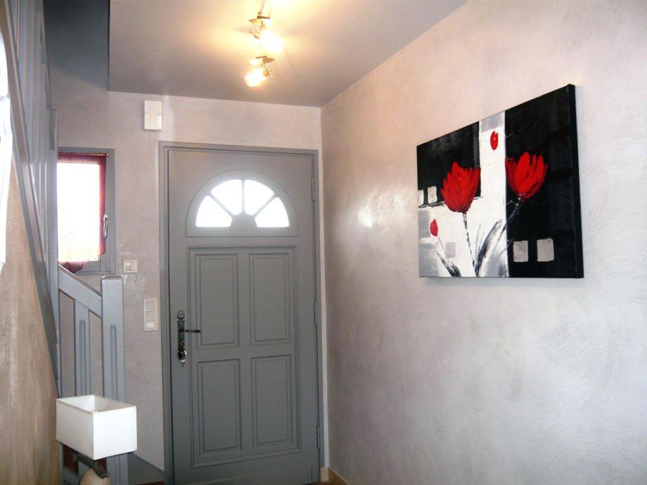 Peinture d coration hall d 39 entr e id es de travaux - Repeindre une porte d entree en bois ...