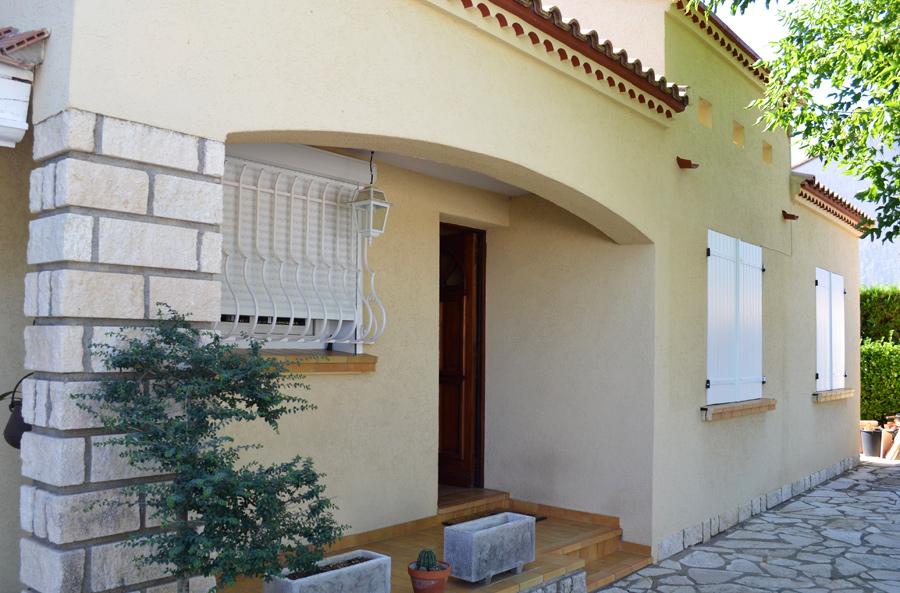Peinture facade maison jaune id es de travaux - Nettoyage des facades de maison ...