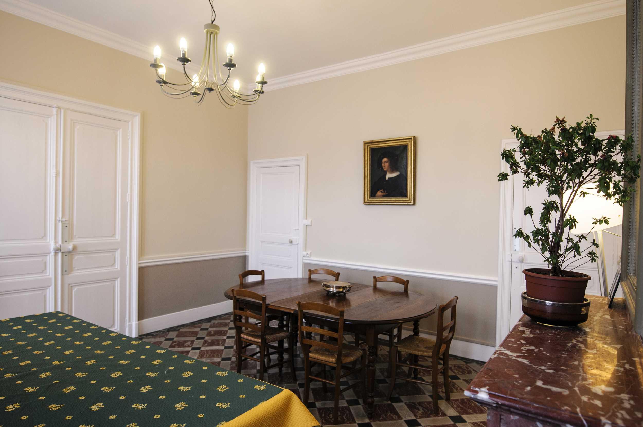 Decoration peinture pour salon salle a manger id es de travaux - Peinture salle a manger ...