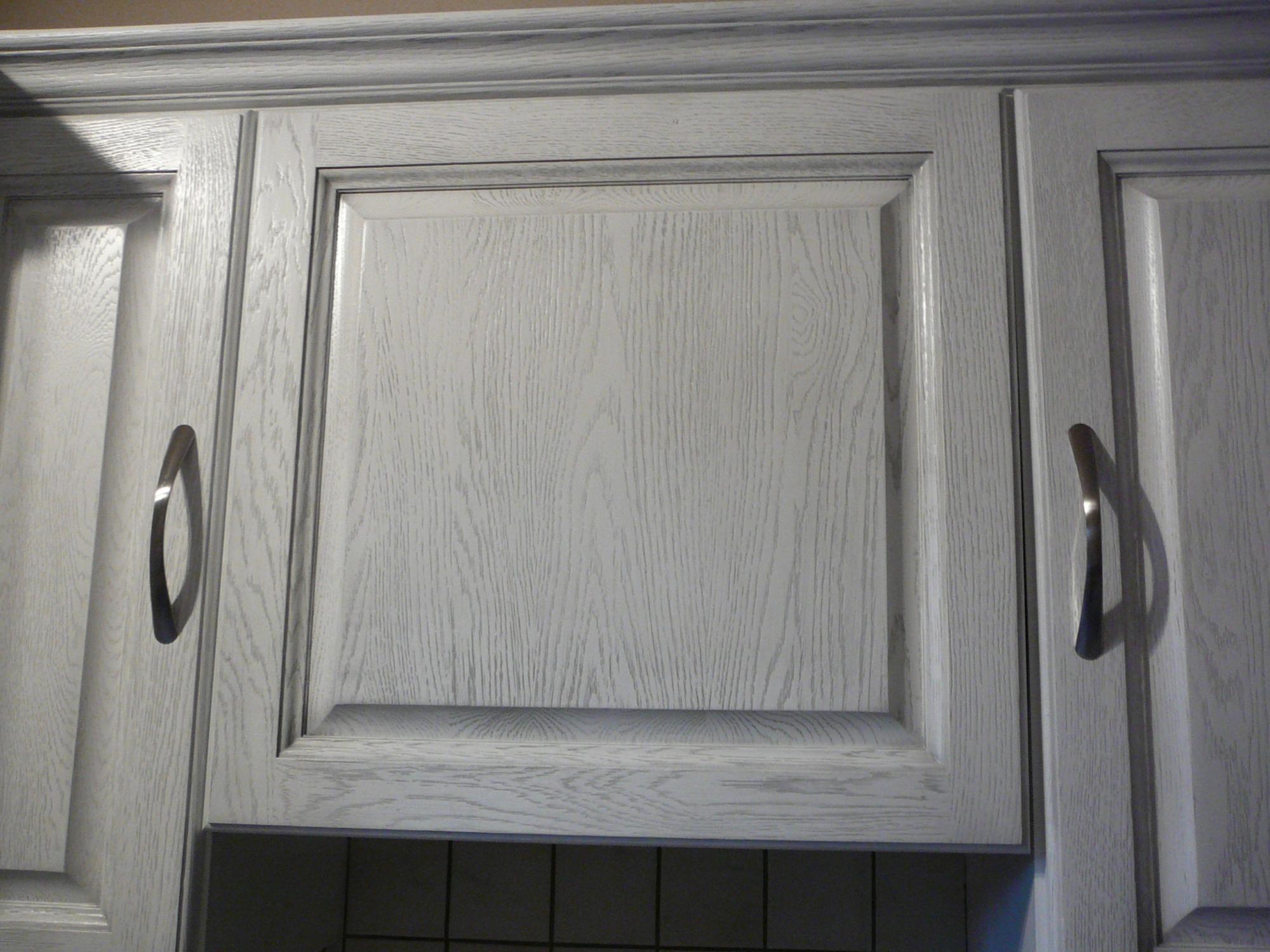 Peinture cuisine effet vieilli id es de travaux - Meuble rustique peint en blanc ...