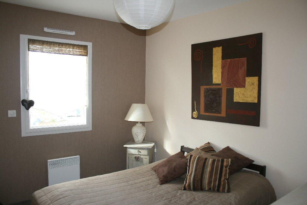 Decoration peinture taupe id es de travaux - Chambre beige et taupe ...