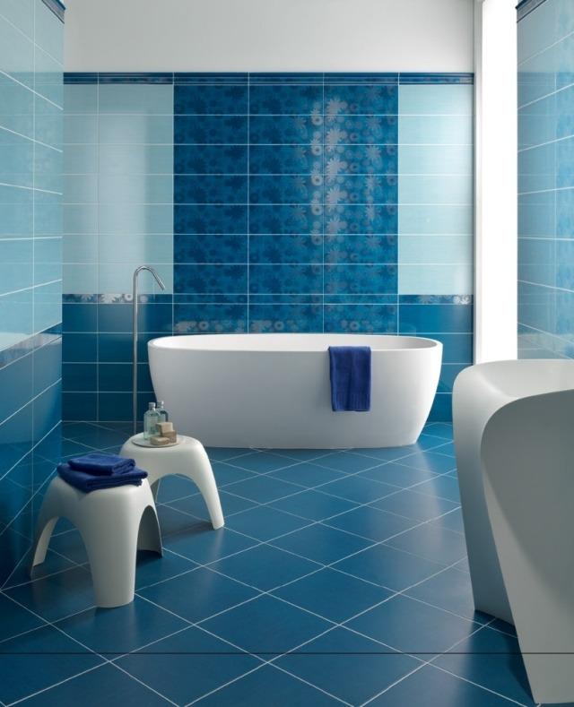 Peinture carrelage salle de bain bleu turquoise - Idées de travaux