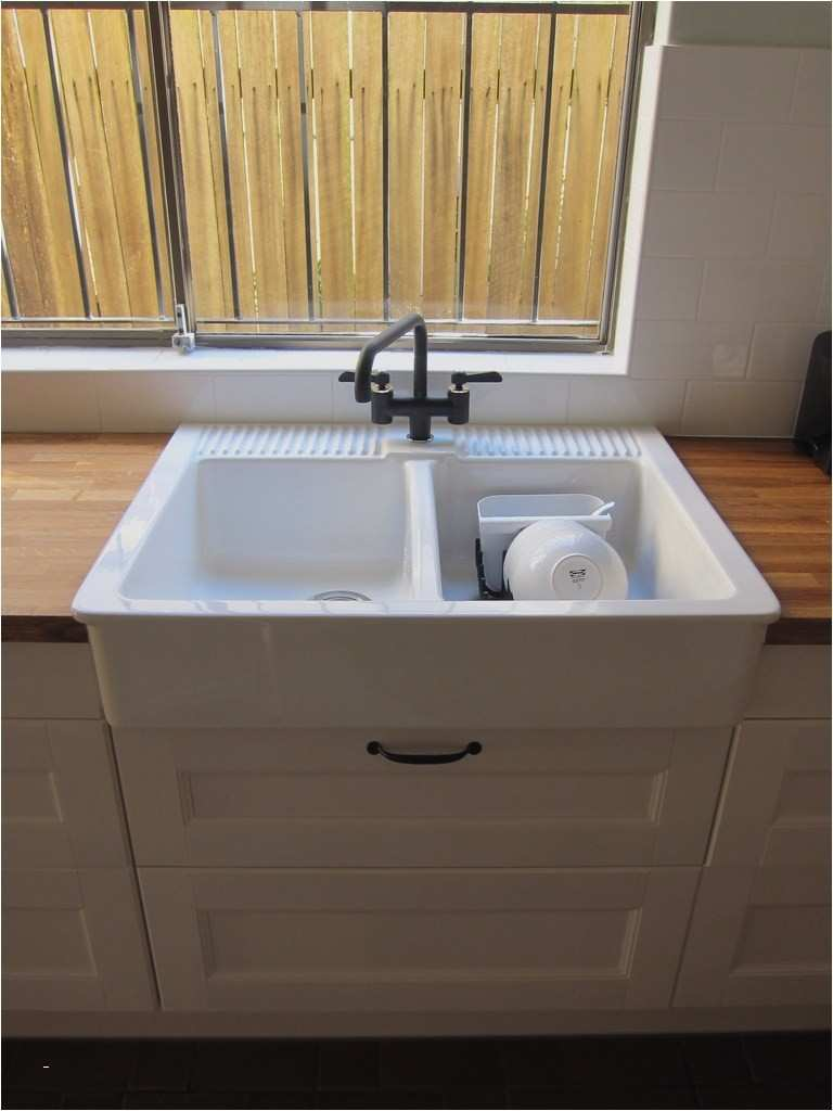 evier cuisine poser sur meuble id es de travaux. Black Bedroom Furniture Sets. Home Design Ideas
